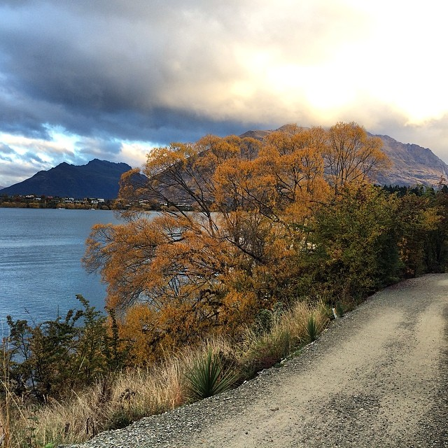 Not a bad place for a late afternoon run. #queenstown #weekendawayfrombike - via CyclingTips Instagram feed