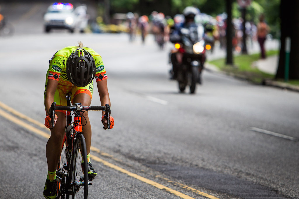 Dalia Muccioli (Alé Cipollini) opened up a slim advantage in the final five kilometres. Her move would be the last attack of the day. The Italian was over-taken just before the final time up Manayunk.