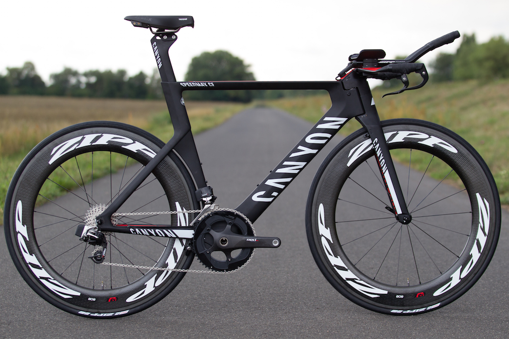 """The time trial bike setup is slightly different than the road setup. Since there are no brake hoods and shift paddles, the """"BlipBox"""" and """"Blips"""" are needed for shifting."""
