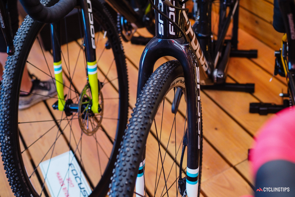 The new fork features a flat-mount disc calliper interface plus internal routing.