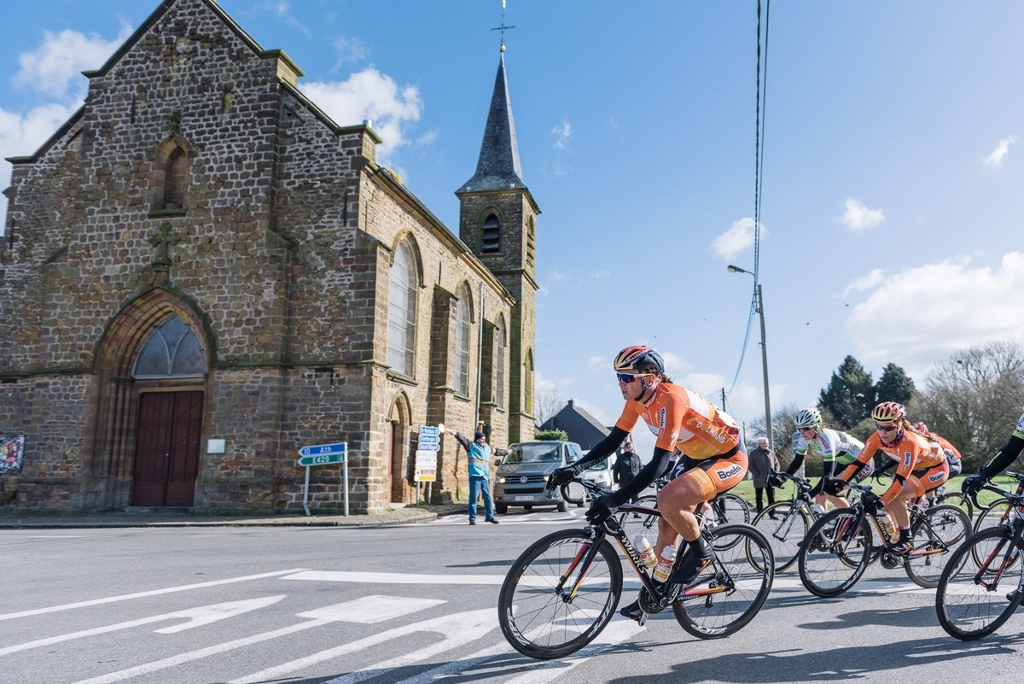 Chantal Blaak leads the peloton on her way to back to back wins at Le Samyn des Dames.