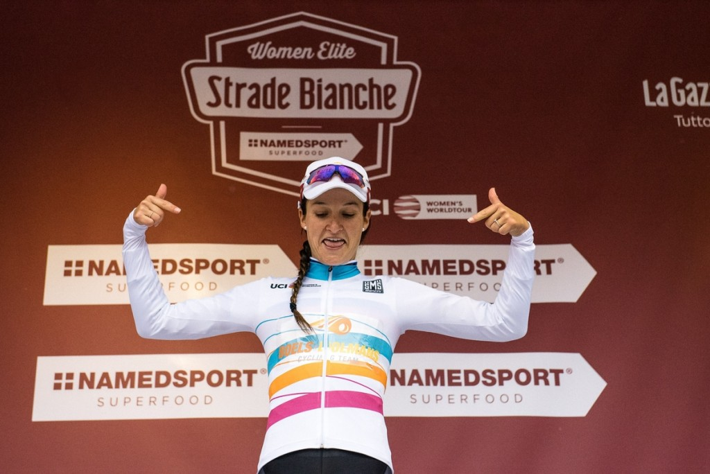 Lizzie Armitstead (Boels-Dolmans) is the first to wear the jersey of the leader of the UCI Women's WorldTour by winning the Strade Bianche.