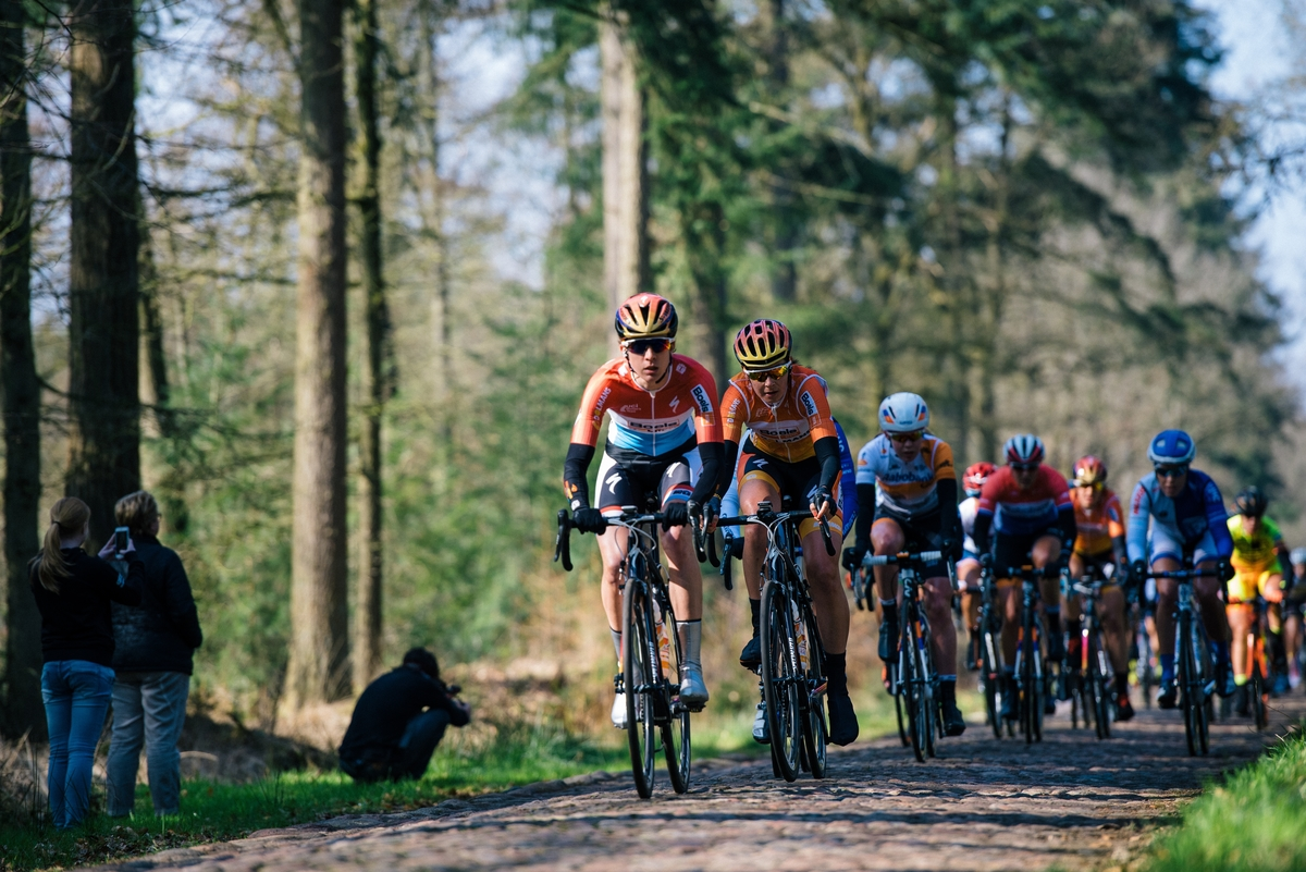 Chrisinte Majerus and Nikki Harris of Boels-Dolmans lead the way across the first cobbled section.
