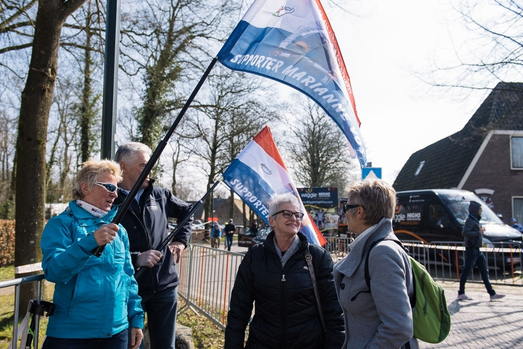 Marianne Vos fans out in force to welcome the Dutch woman's return to racing.