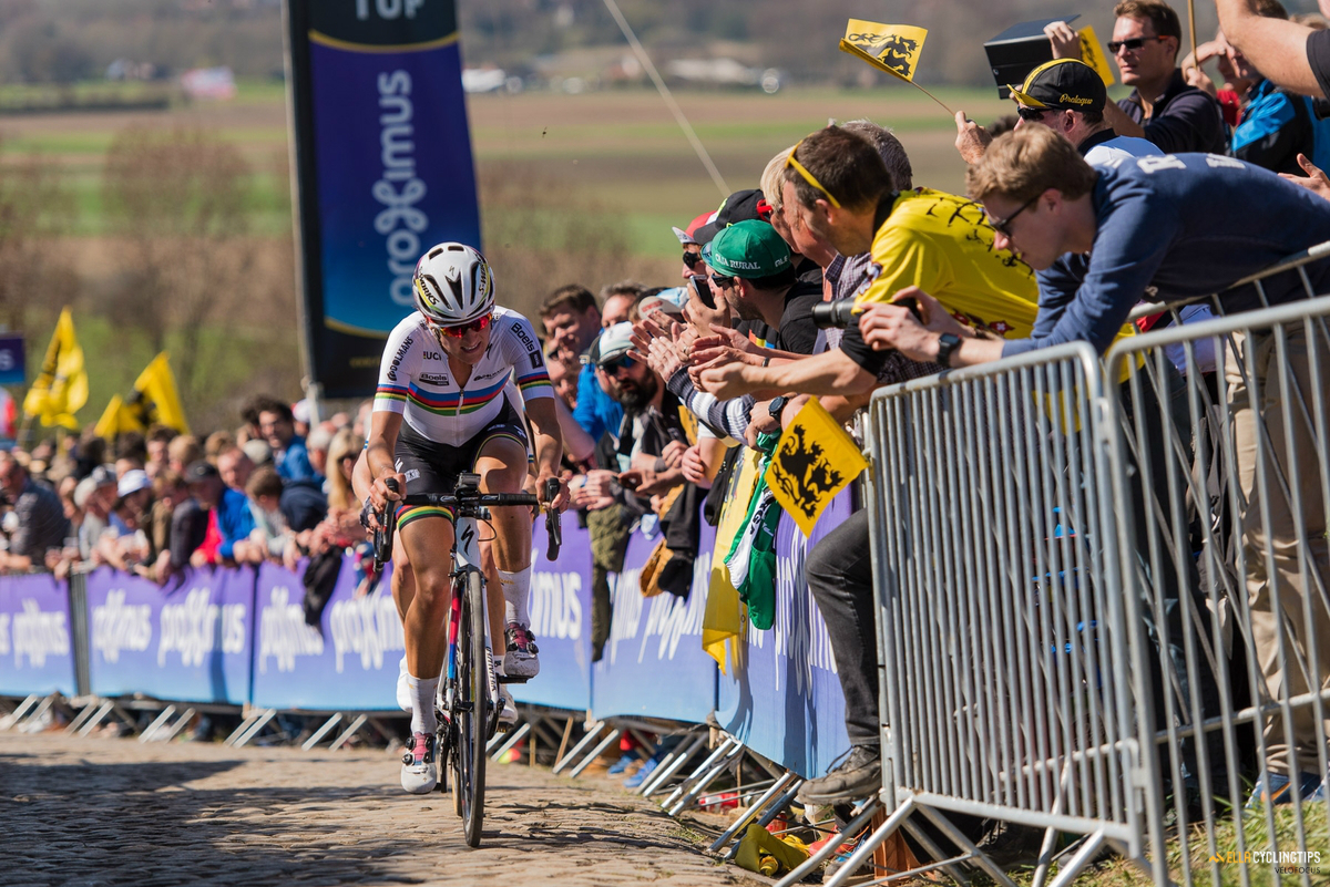 Lizzie Armitstead (Boels-Dolmans) and a barely noticeable Emma Johansson (Wiggle-High5) take on the Paterberg.