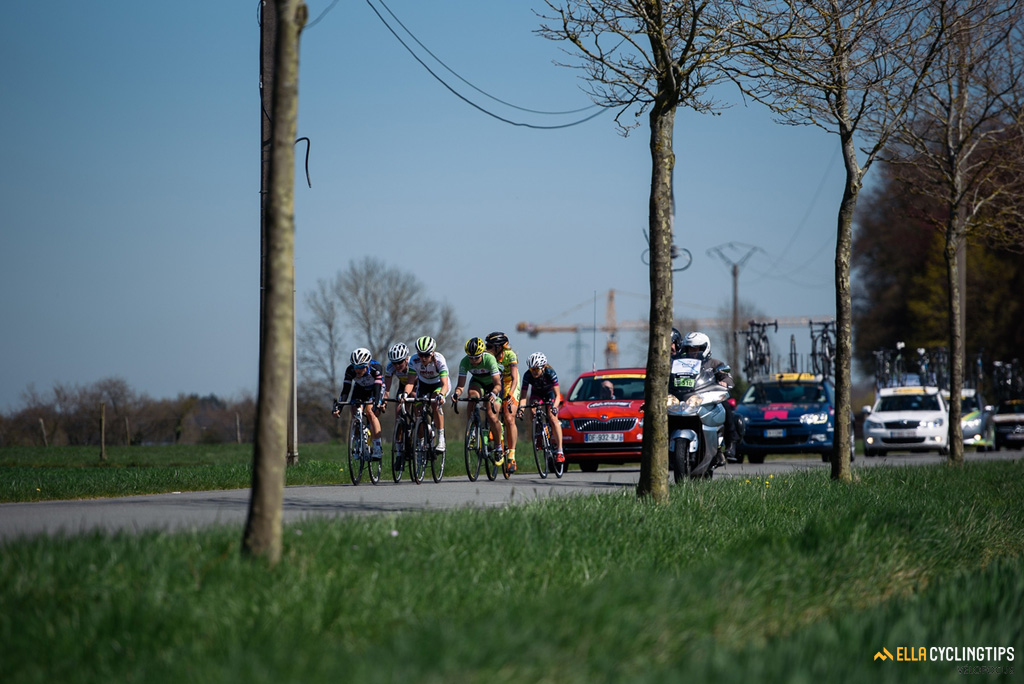 The six remaining leaders are slowly but steadily getting reeled back in by the peloton in the 2016 Fleche Wallonne.