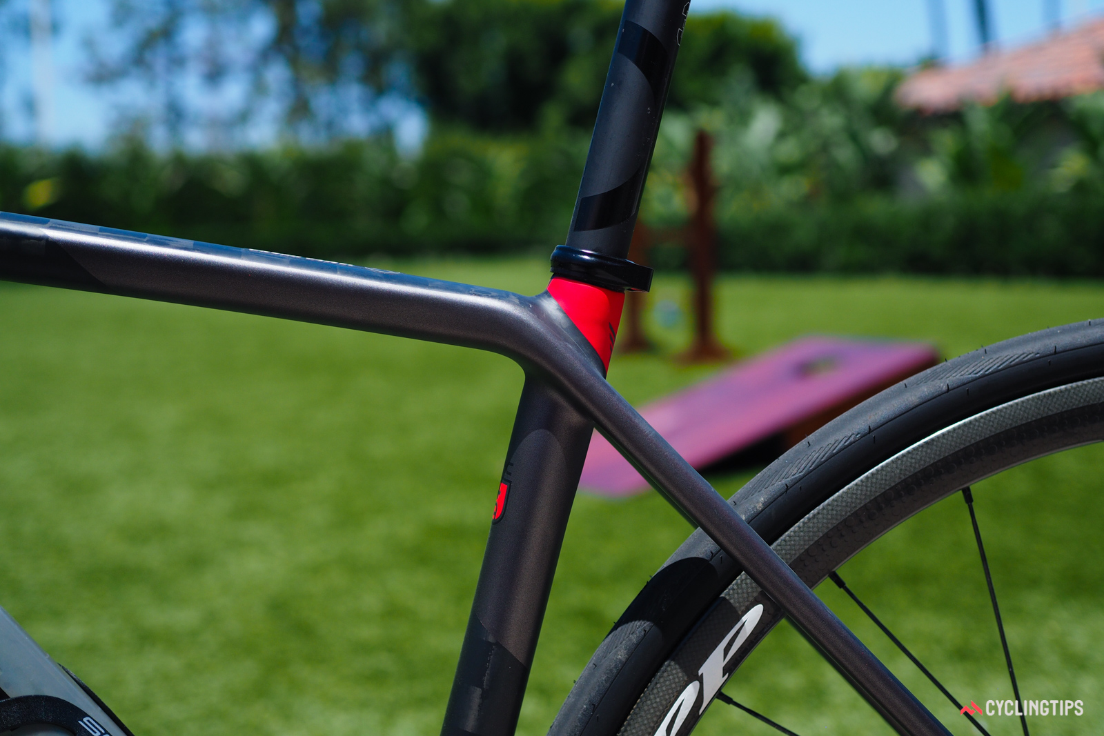 The seatstays visually flow into the top tube on the new Felt FR.