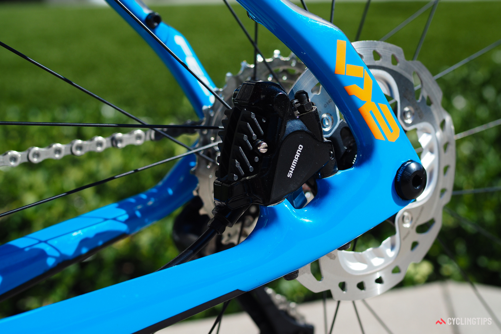 The flat mount brake calipers make for a clean appearance.