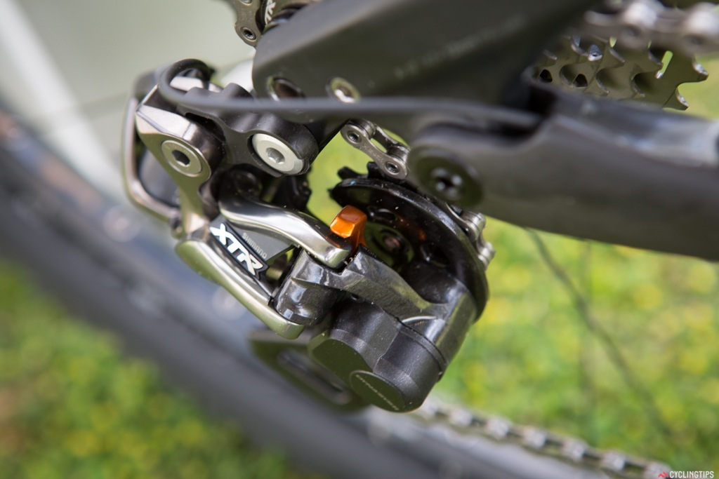 The orange lever is the cam which can be engaged to tighten up the chain pull.