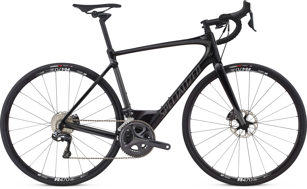 This the Roubaix Expert in the carbon/black colour way sits mid way in the range. Above it is the Expert UDi2, Pro UDi2 and the S-Works Etap. Below it is the Roubaix Comp and bottom on the rung the Elite kitted out with mechanical 105 and Axis Elite Disc wheels