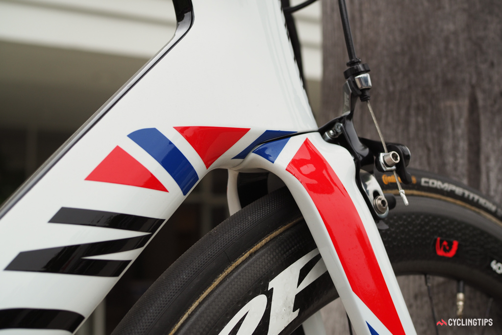 The Norwegian colors wrap around the down tube to the fork blades.