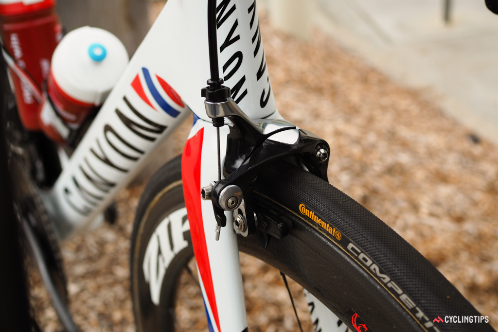 SRAM has yet to develop a direct-mount rim brake caliper so Kristoff's bike carries on with Shimano Dura-Ace ones with the logos removed.