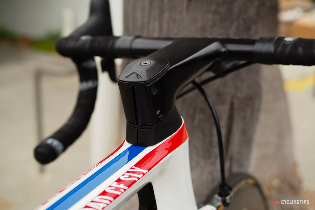 Canyon finishes its Aerocockpit front end with profiled-to-match spacers and top cap.