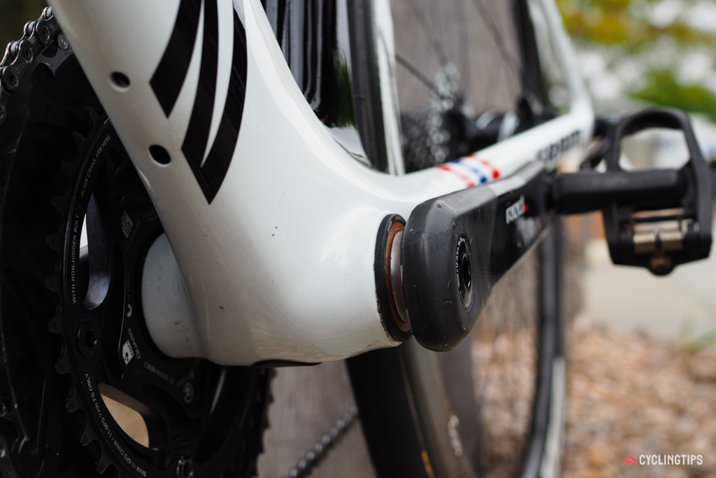 The PF86 shell allows the chainstays to be pushed a little further apart than would otherwise be possible with a PF30 or threaded setup. The unused holes in the underside of the down tube would normally be used to secure an internally mounted Shimano Di2 battery.
