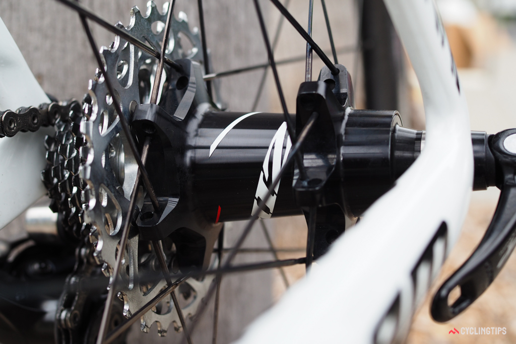 Star-shaped flanges and straight-pull spokes on the Zipp 177 rear hub.