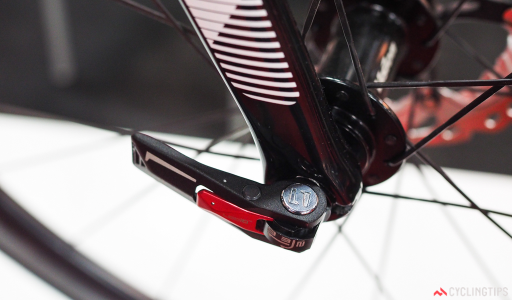 Argon 18's new Gallium Pro Disc uses a slick quick-release thru-axle design, similar in concept to Focus's RAT system. Just depress the red safety catch and flip open the lever...