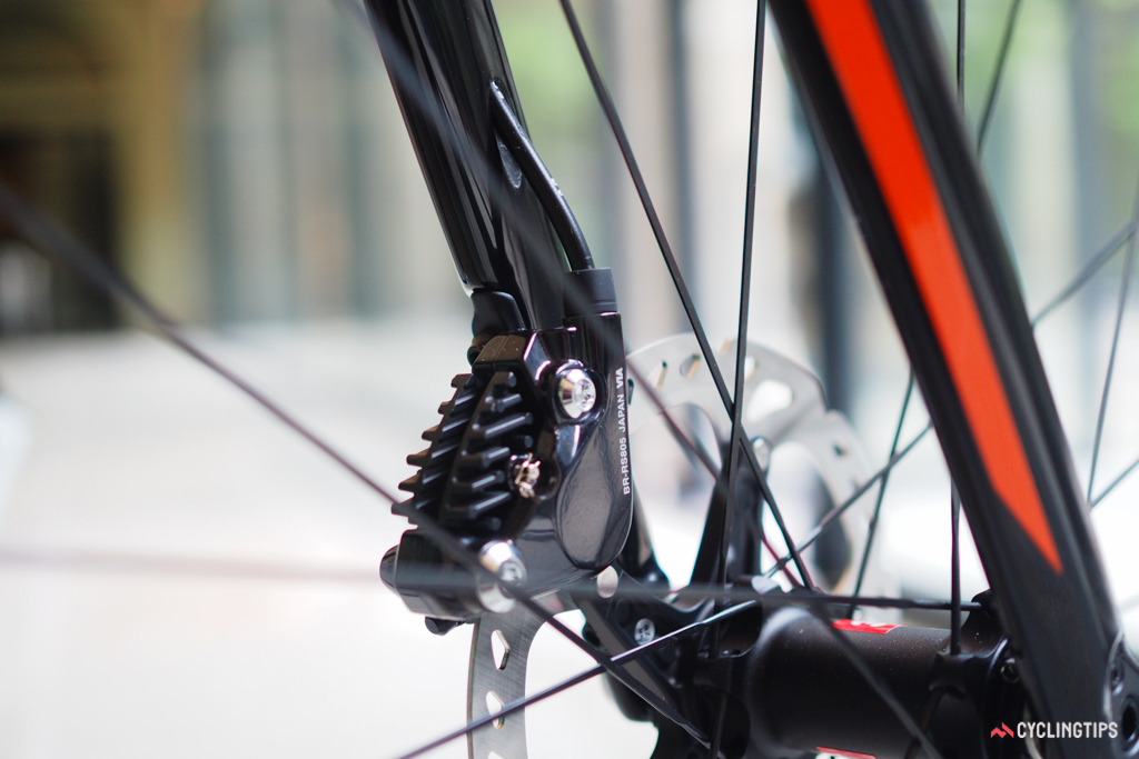 This is one of the only spots on the new BMC RoadMachine 01 where the front brake hose is visible. Otherwise, it's wholly hidden away.