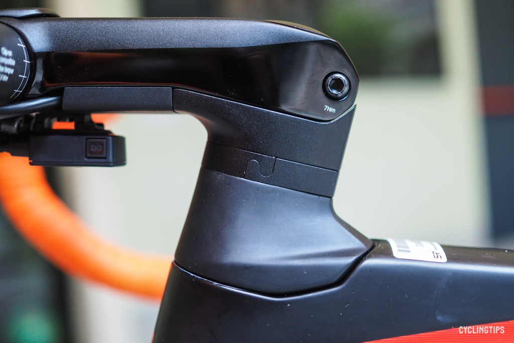 The steerer tube is flattened on both sides, leaving enough room to feed the derailleur wire and brake hoses through the upper headset bearing. The split headset spacers - a trick borrowed from the current Trek Madone - allow users to modify bar height without having to completely recable the bike.