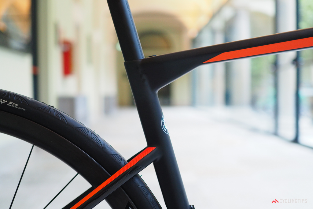 The offset seat cluster helps the seat tube flex rearward when the rider hits a bump or pothole.