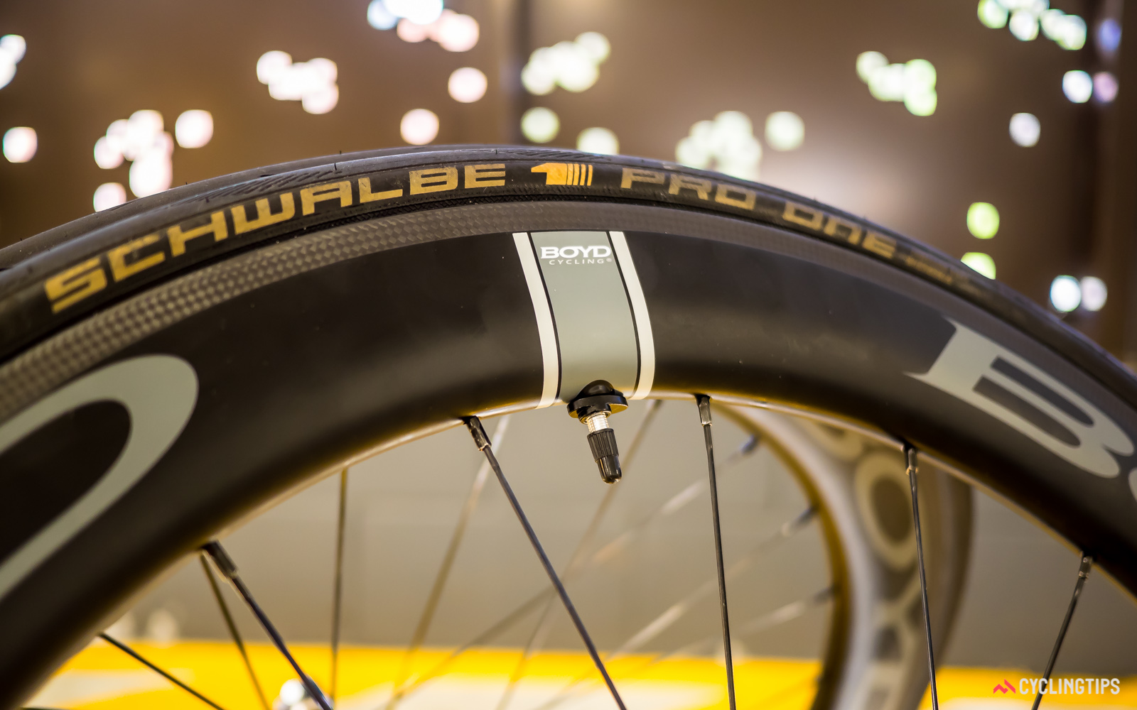 Boyd Cycling can supply its tubeless-compatible clinchers with its own tubeless valves without the need for an extension. The ovalised locknut makes it easy to tighten and loosen it by hand.