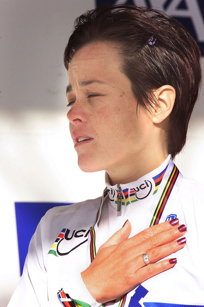 Mari Holden after winning the 2000 UCI TT World Championships in Plouay.  Photo courtesy of Cor Vos