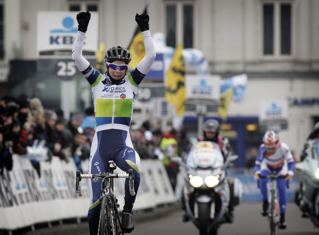 Tiffany Cromwell (GreenEdge-AIS) was the first to arrive at the finish line in a very cold edition of the Omloop het Nieuwsblad in 2013.
