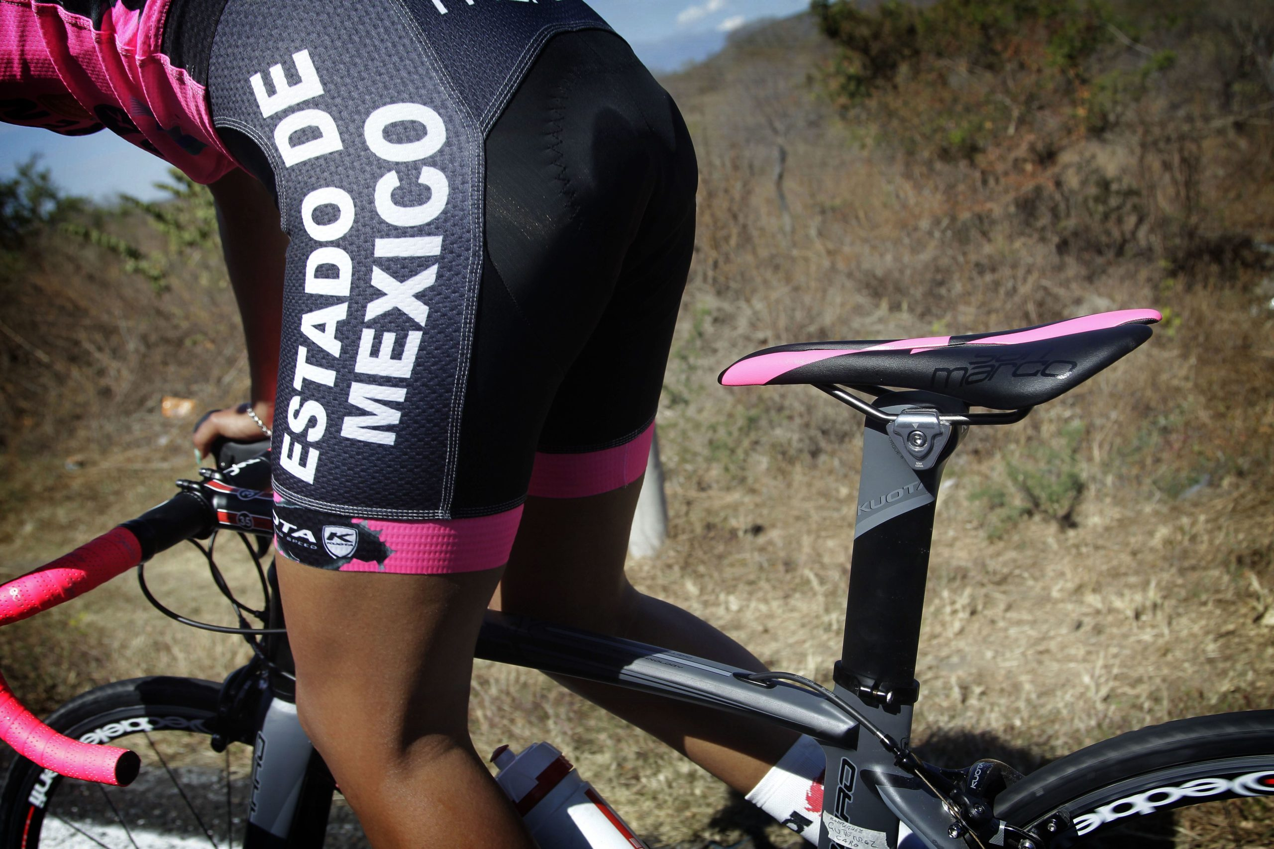 women's cycling, out of the saddle