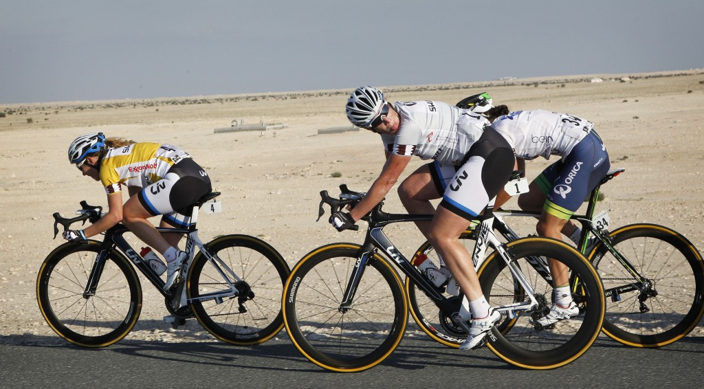 Amy Pieters leading out Kirsten Wild at the 2014 Ladies Tour of Qatar