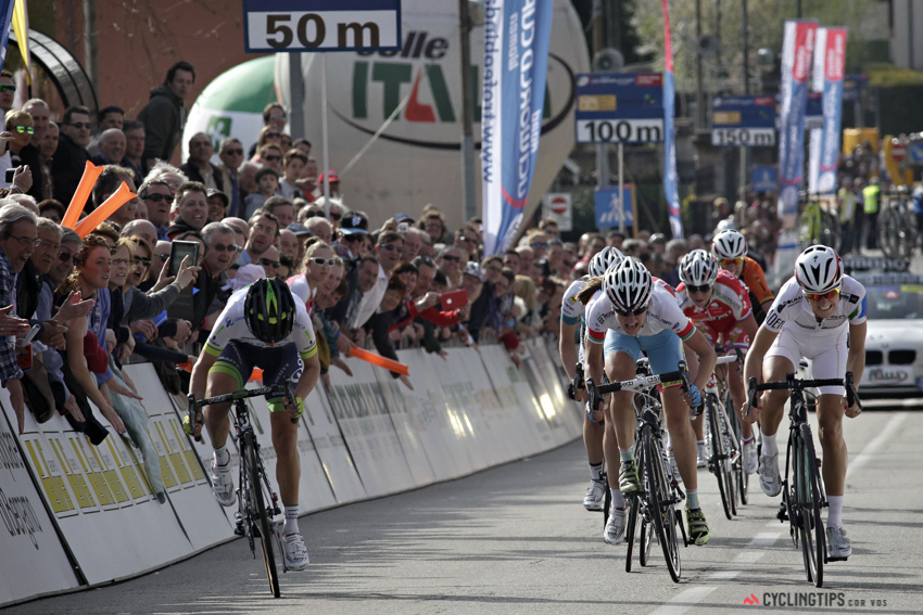 Emma Johansson (Orica-AIS) takes the win ahead of Lizzie Armitstead (Boels-Dolmans) and Alena Amialiusik (Astana BePink).