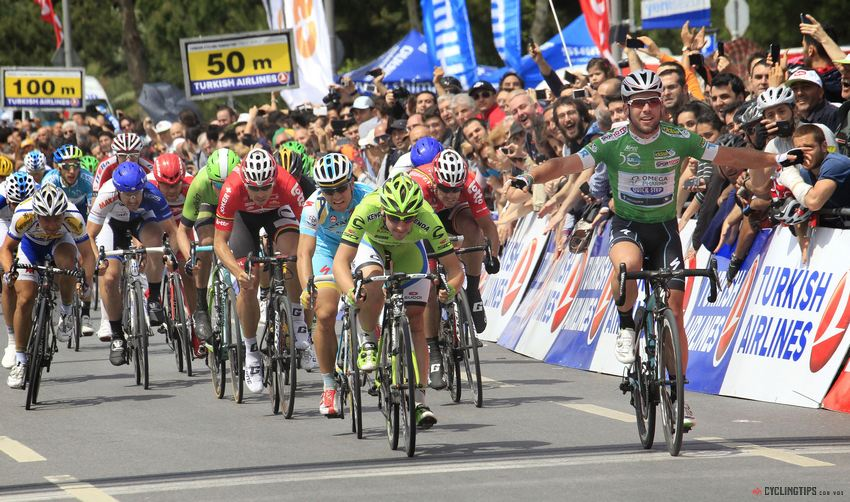 Mark Cavendish would go on to win his fourth stage. Drapac's Wouter Wippert can be seen in the red Kask aero helmet, just to the left of centre.