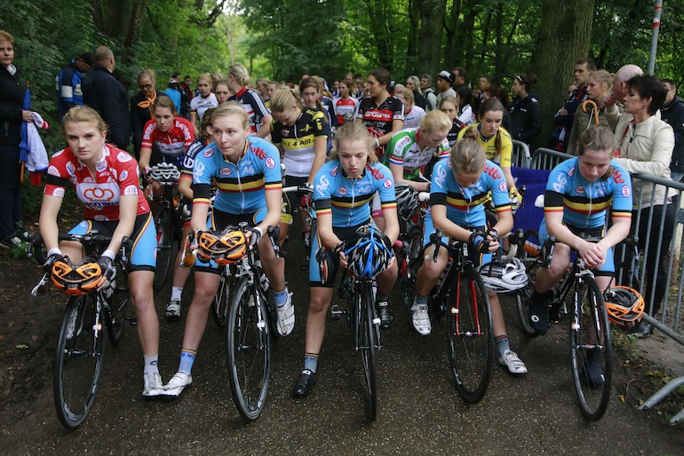 One minute of silence for  Igor Decraene pictured during  last weekend's Munstergeleen junior women's race.