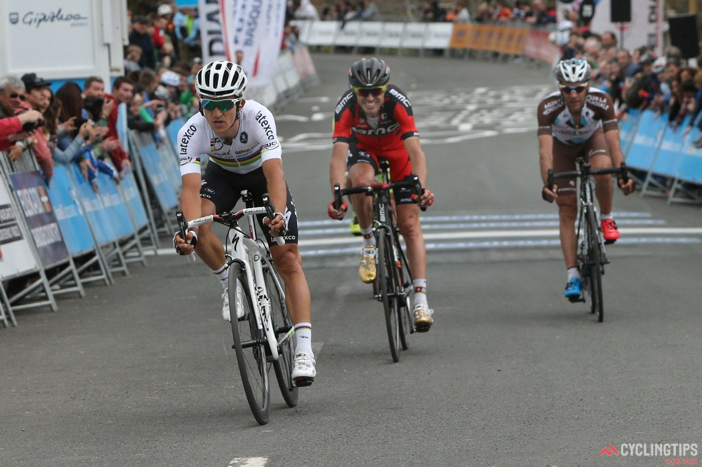 Despite a solid season so far, Michal Kwiatkowski is yet to win a road race in the rainbow jersey. He did win the Paris-Nice prologue, but he did so in the colours of the Polish national time trial champion.