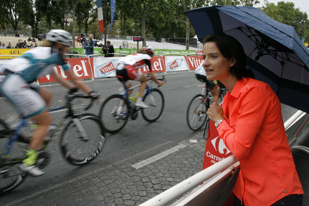 Vos sidelined at La Course, cheering on her teammates.