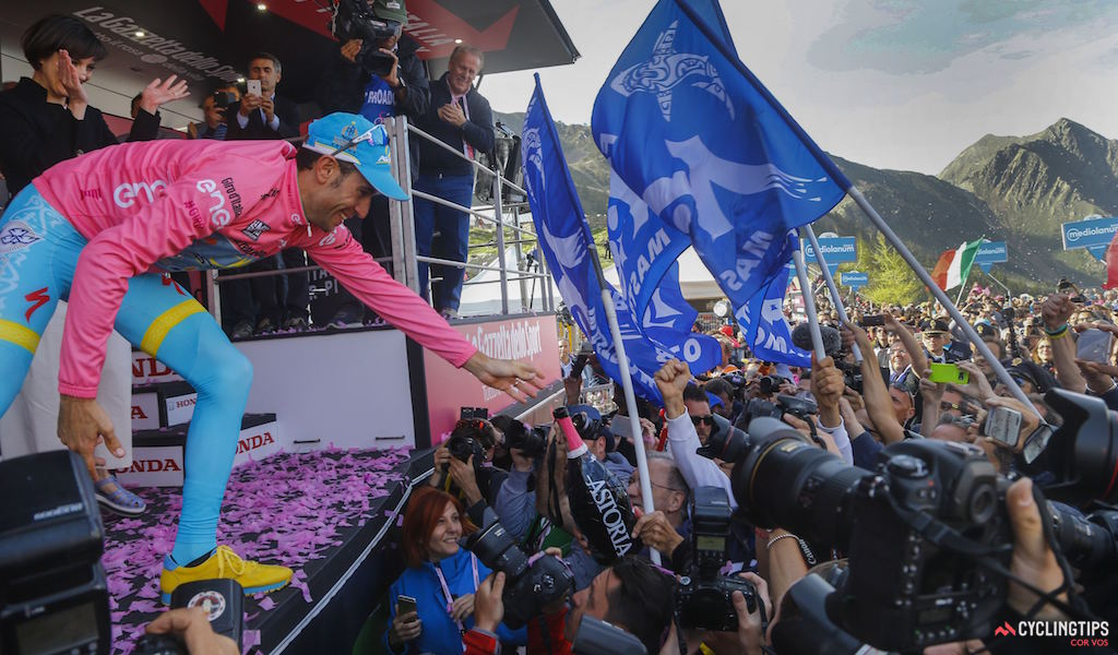 Vincenzo Nibali (Astana) and fans pictured following Stage 20 of the 2016 Giro d'Italia, from Guillestre to Sant'Anna di Vinadio. Photo LB/RB/Cor Vos.