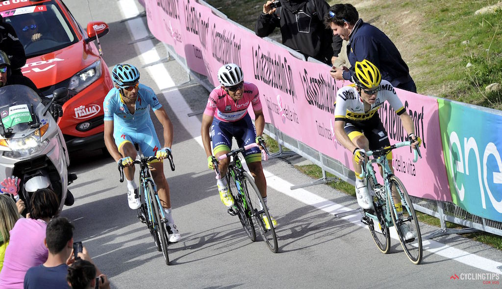 Unable to follow Vincenzo Nibali's attack, Esteban Chaves was flanked by Michele Scarponi and Steven Kruijswijk as he struggled to defend his race lead on Stage 20 of the 2016 Giro d'Italia. Photo DB/RB/Cor Vos.