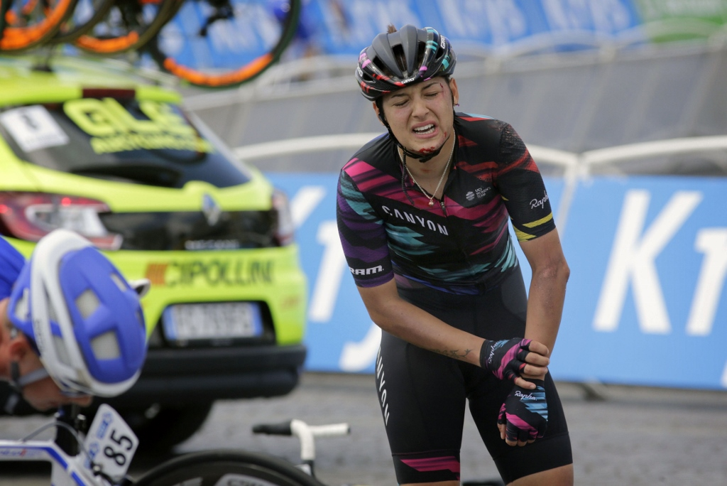 Barbara Guarischi  (Canyon Sram) suffered a broken elbow in one of the many crashes that plagued La Course