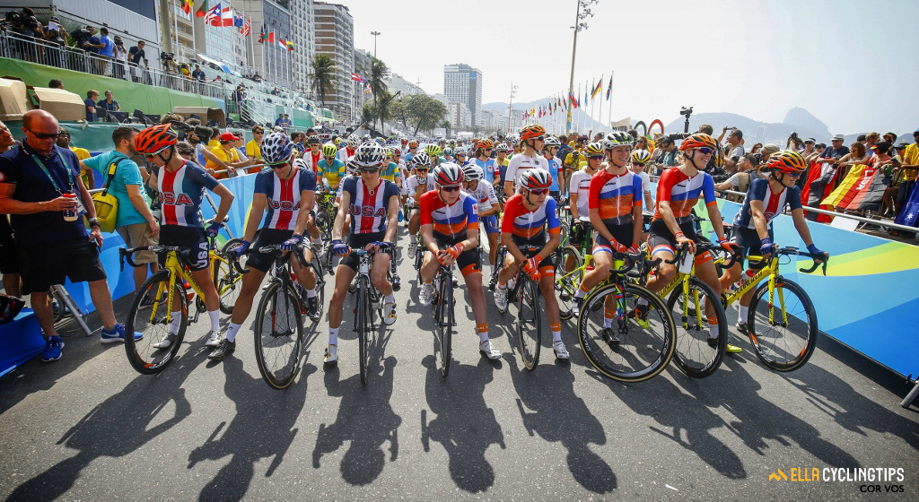 The Dutch and Americans line up at the front of the race