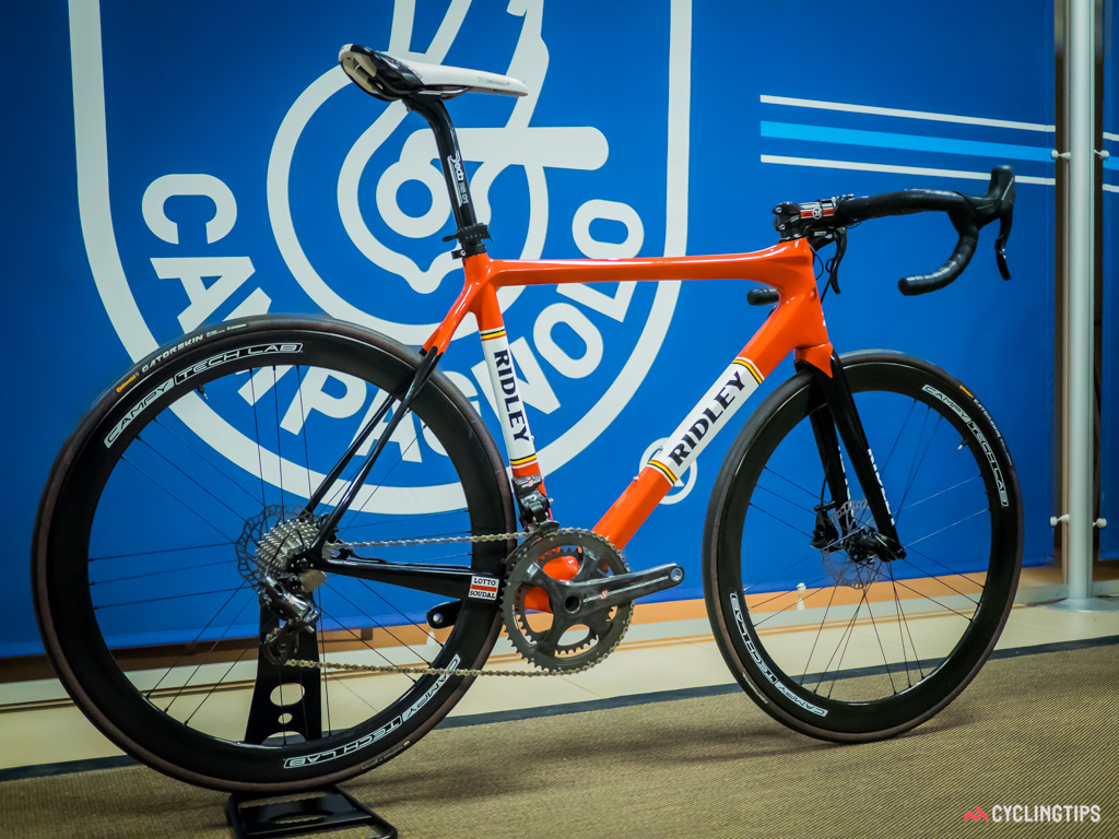 A Ridley Fenix with Lotto-Soudal's team finish equipped with the prototype hydraulic disc brake system and EPS transmission.