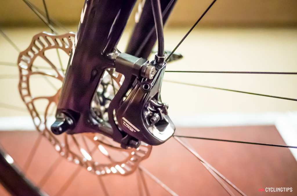 It's clear that Campagnolo is using a two-piston design for their disc callipers.