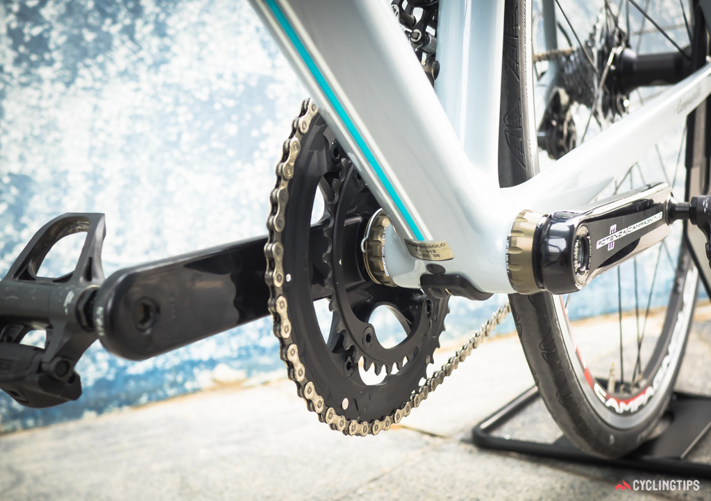 Potenza uses Campagnolo's Power Torque bottom bracket design but now the left crank arm is self-extracting.