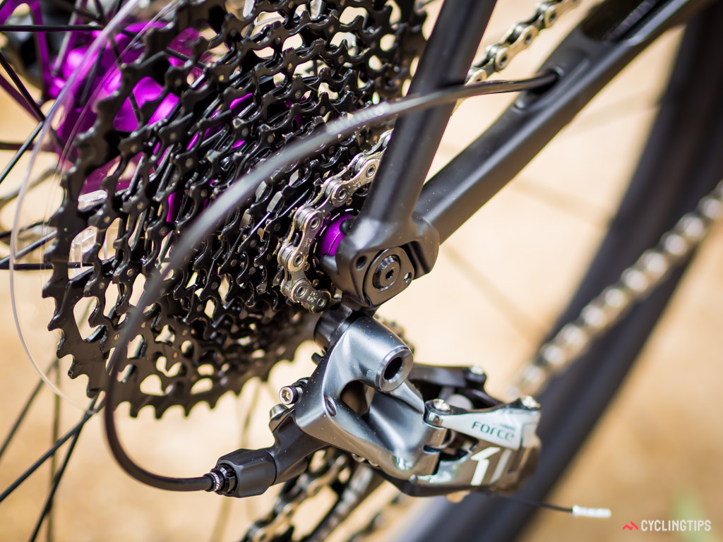 The 1x transmission comprises a 44T chainring and 10-42 cassette.
