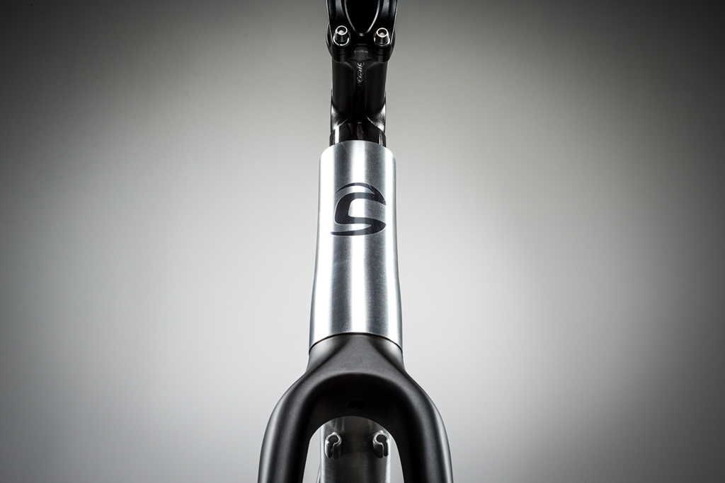 The front end of the CAADX uses a conventional 1 1/8-to-1 1/2-inch tapered steerer tube. Photo: Cannondale.