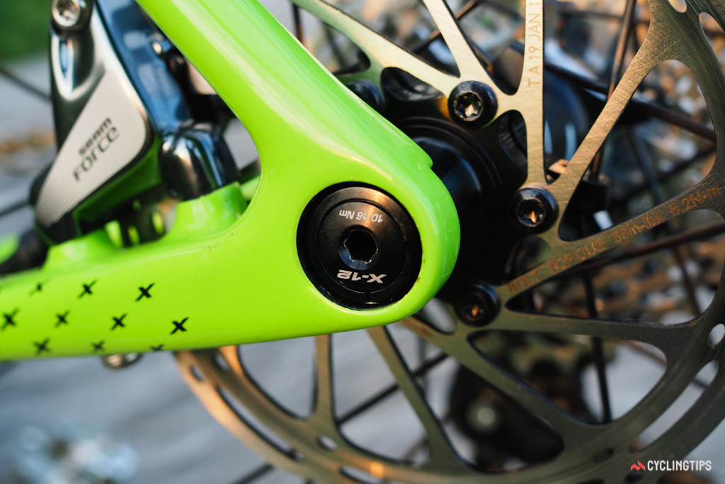 The Syntace 142x12mm rear thru-axle is tooled on the top-end SuperX Team model.