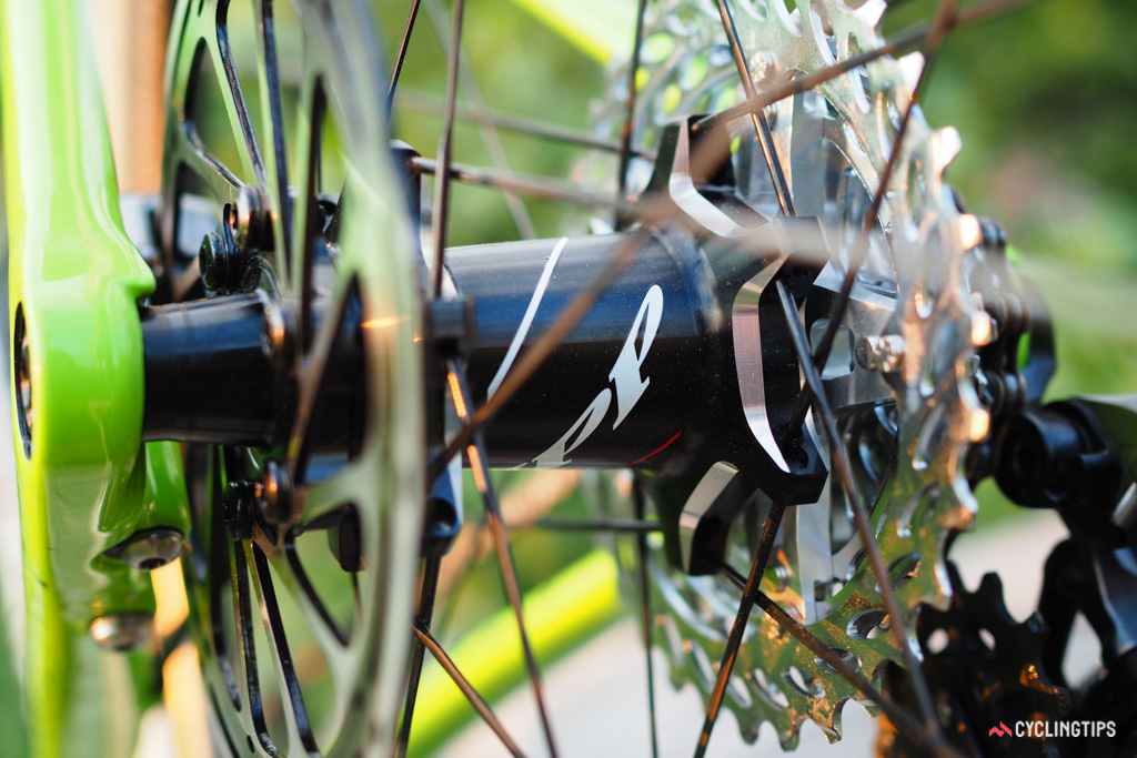 Even though the drivetrain is shifted outward by 6mm, the Cannondale SuperX still uses standard rear hubs.