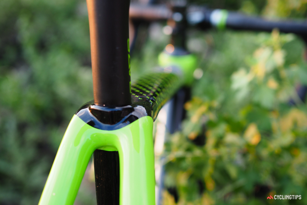 As compared to the rather wide top tube and very broadly spaced seatstays, the 25.4mm-diameter seatpost looks positively tiny.