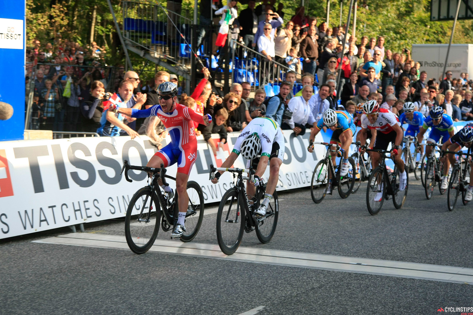 This is how close the 2011 world road race championships was: Matt Goss narrowly loses to Mark Cavendish.