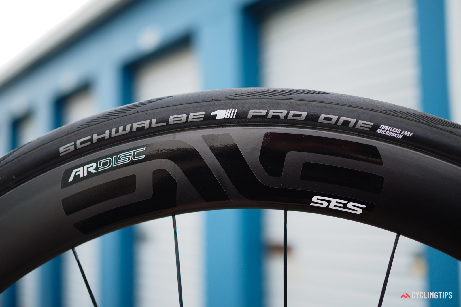 I tested the Enve SES 4.5 AR Disc wheels with both Schwalbe Pro One Tubeless and Specialized S-Works Tubeless tires. Both models are marked as 28mm-wide, but puff up to 31mm when mounted to these ultra-fat rims.