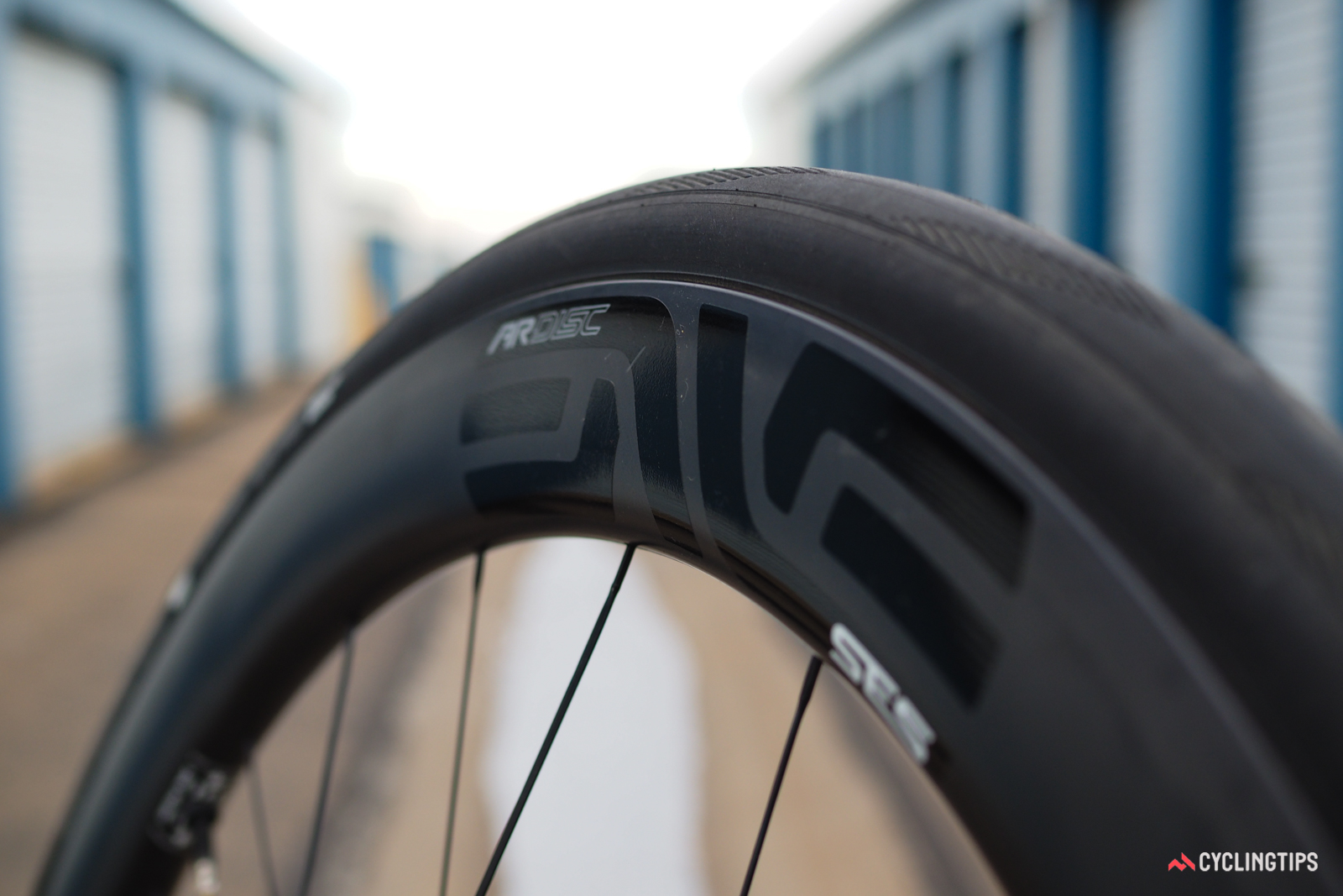 The bulbous profile measures 31mm at its widest point, blending perfectly with higher-volume tires that normally create more of an lightbulb-like cross-section when mounted on rims of more conventional width.