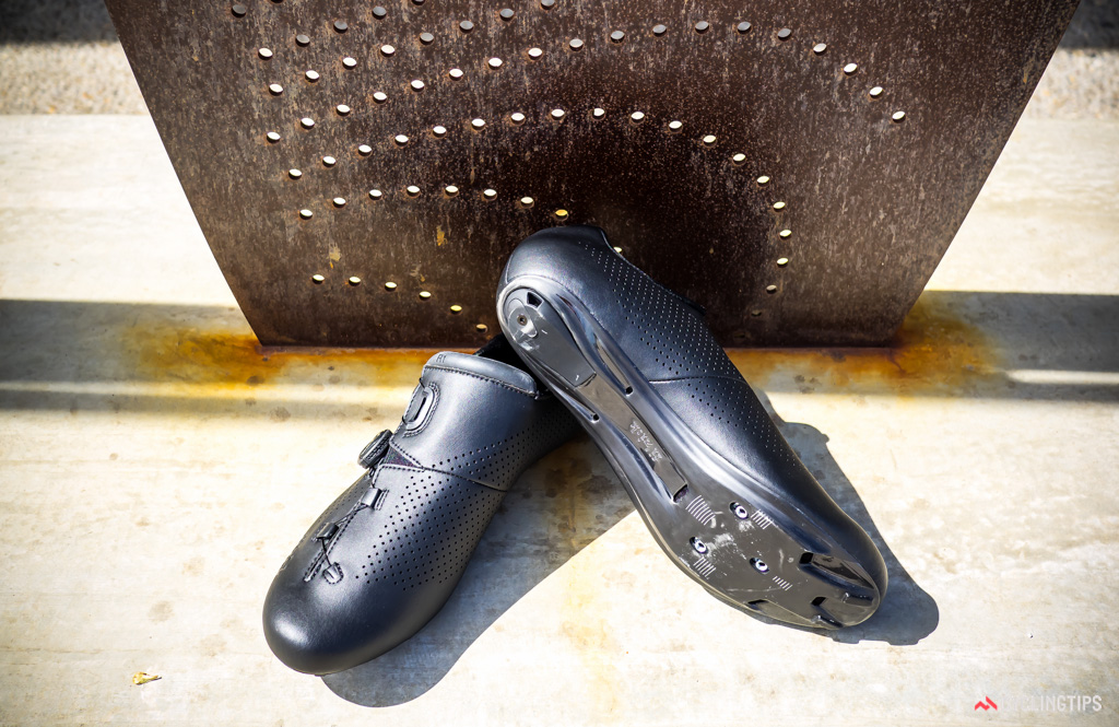 The R1B Uomo keeps the styling simple and clean for a classy look but the pointed shape tends to crowd the toes.