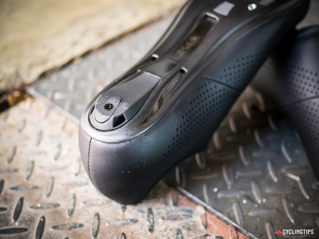 The heel tread material is too hard to provide sufficient grip on surfaces such as hardwood, laminate, or polished concrete.